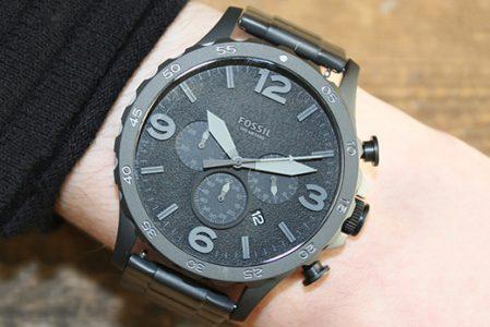 Czarny zegarek, czyli must-have każdego mężczyzny